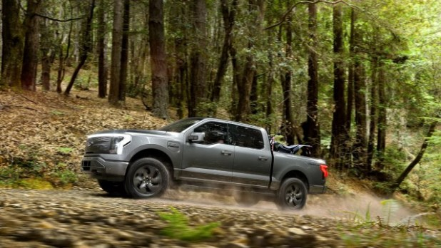 2023 Ford F-150 Lightning towing