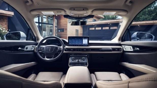 2023 Lincoln Nautilus interior