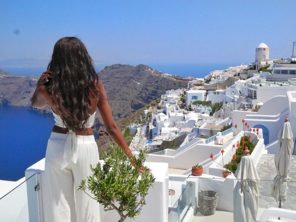 Above Blue Suites - Imerovigli Santorini Greece