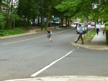 Yes, it is legal for pedestrians to cross here. (The T intersection shown is at 32nd and Albemarle)
