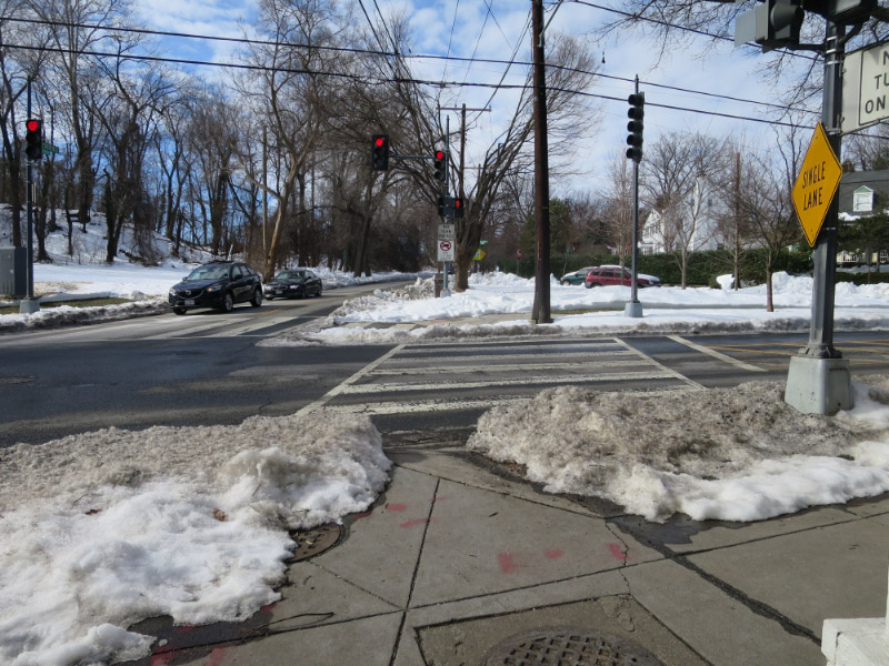 Unshoveled sidewalk on Fessenden on DDOT property at Fessenden and Reno Road.