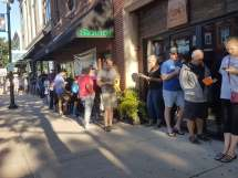 Worth the wait: Lines form early for Daly bagels at Urban Pioneer Group. | JASON MAXHAM/Contributor