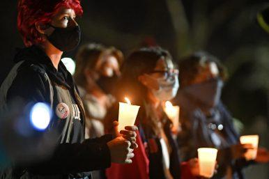 Mayor Rory Hoskins spoke at a vigil for Ruth Bader Binsburg on Sept 19. Photo by Paul Goyette.