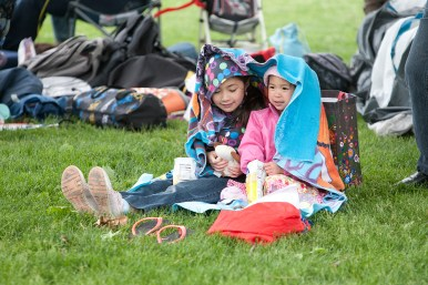 Malaya Pascual, left, and her sister, Tala, eat lunch under a blanket.
