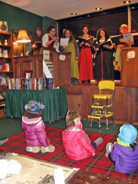 Pippin Madrigal Singers entertain children at the Madison Street Holiday Walk.(JACKIE SCHULZ/Contributor)