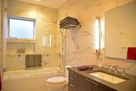 Zinni's renovated hall bathroom. | Alexa Rogals/Staff Photographer