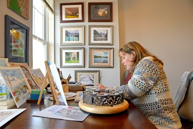 Heather Kadlec, of Forest Park, paints a picture of her niece inside her studio at her home in Forest Park. | Alexa Rogals/Staff Photographer
