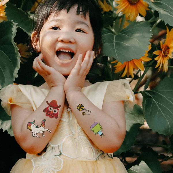 Kids haben Freude mit Tattoo Paper von FOREVER