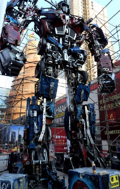 Optimus-Prime-statue2