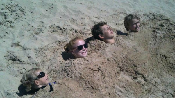 kids_buried_in_the_sand