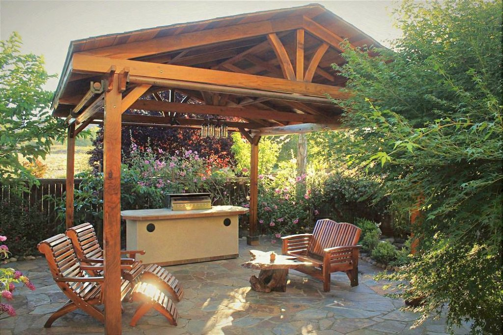 A Pavilion Creates a New Room for the Leetz Family