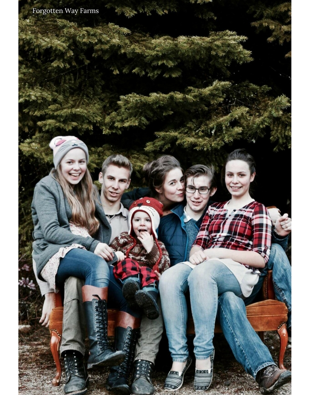 Awwwww, love this family/sibling photo! Forgotten Way Farms
