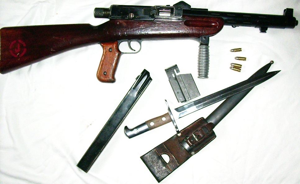 Swiss MP41/44, with bayonet and magazine