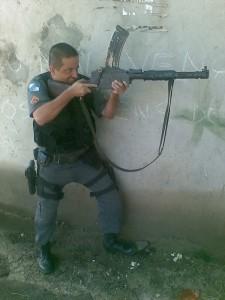 Rio de Janeiro police with Madsen light machine gun
