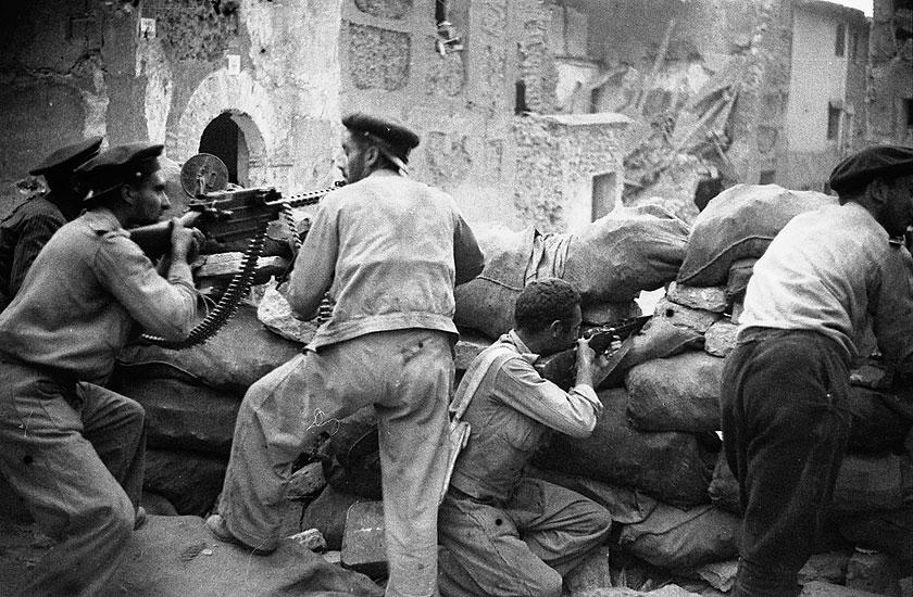 Maxim-Tokarev machine gun in action at the Battle of Teruel