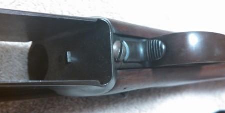 Mondragon clip catch and release lever