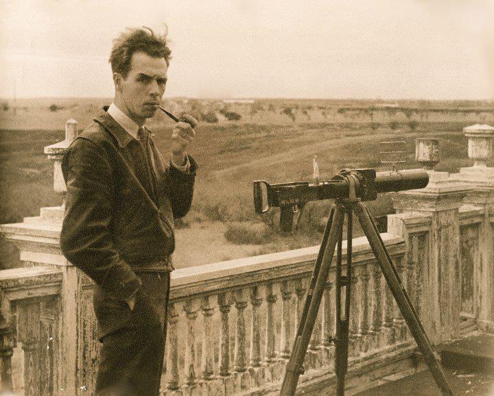 Hythe camera gun on a surveyor's tripod