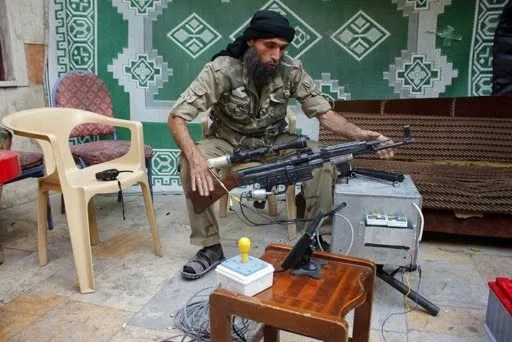 Syrian rebel with remote-control StG-44