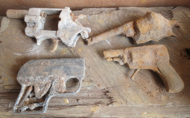 Pistols found in a Dutch canal