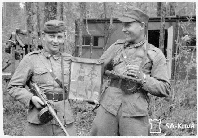 Finnish soldiers with m/31 Suomi submachine guns