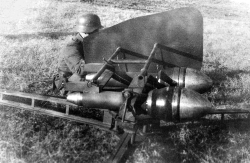 M1944 Hungarian double AT projector