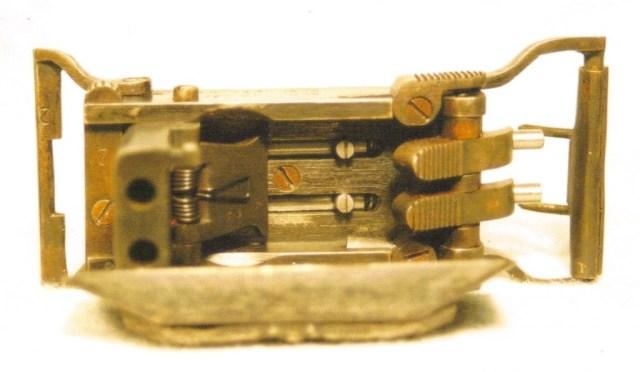 Belt buckle pistol 2C