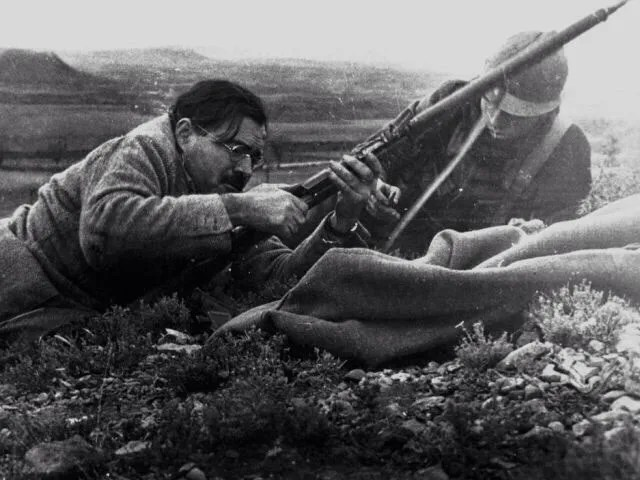 Ernest Hemingway firing a Mosin-Nagant during the Spanish Civil War