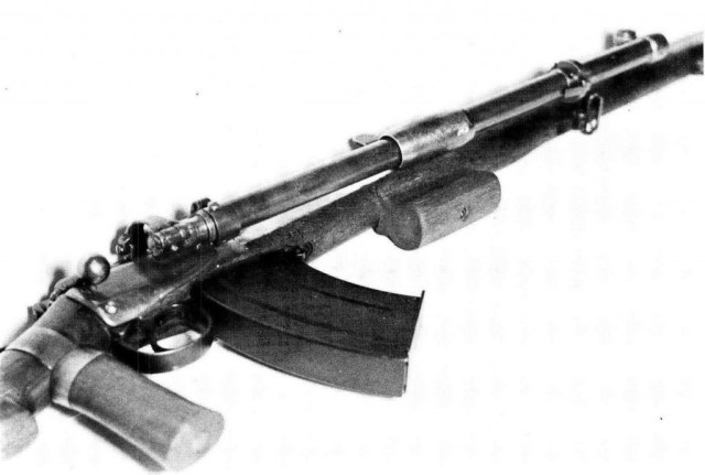 A .303 rifle fitted with the Rieder Automatic Rifle Attachment, extra handles and a larger magazine