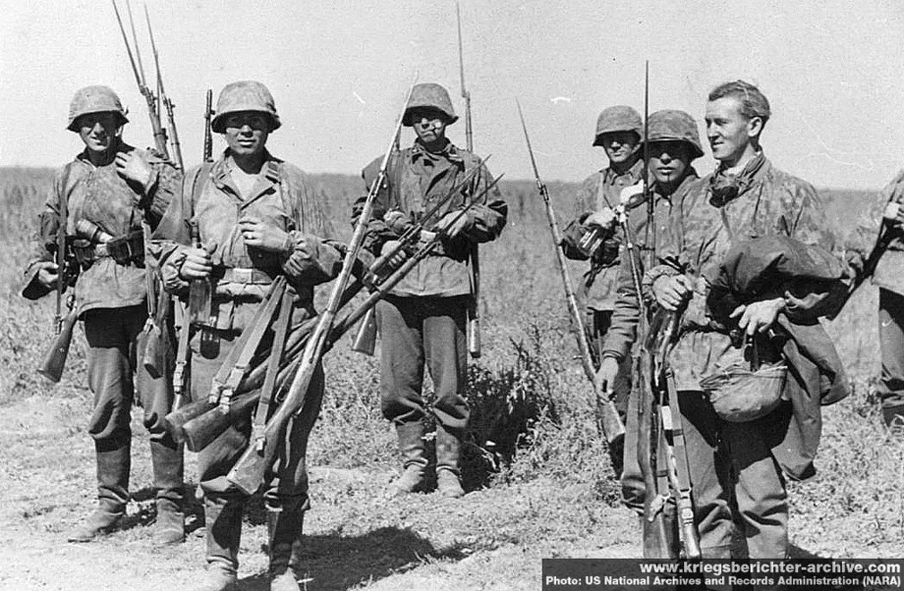 German troops with captured Mosin Nagant rifles (and one SVT-40)