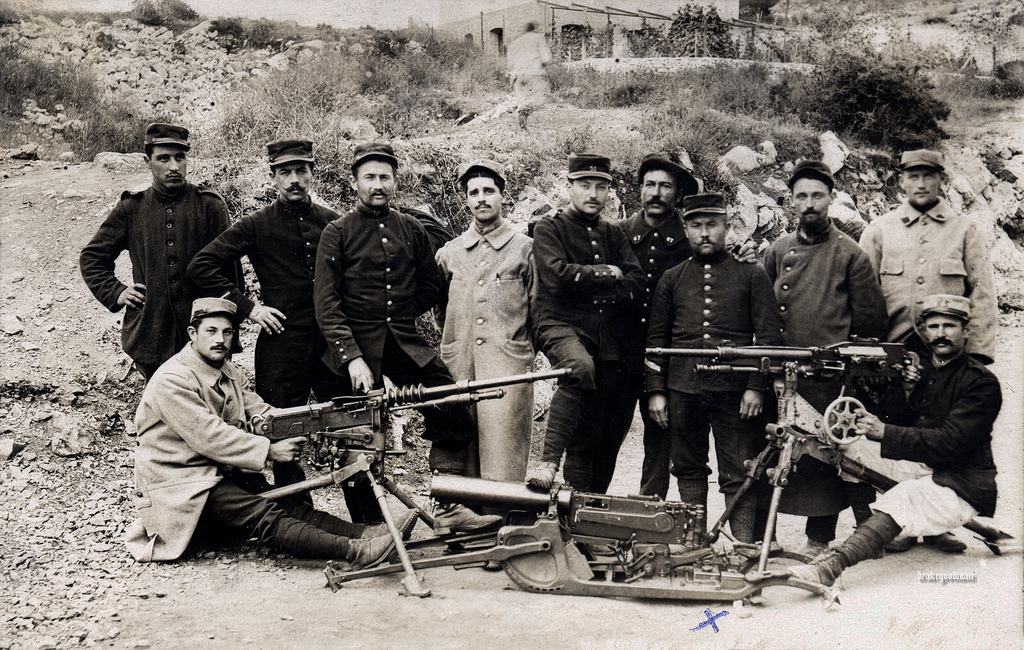French troops with machine guns, circa 1915