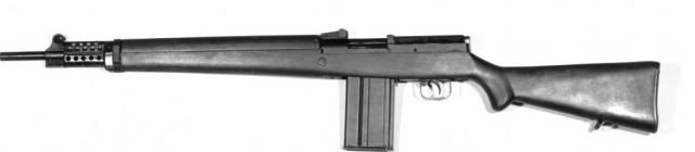 Select-fire EX-2 rifle, now using a short magazine - most likely chambered for the T65 cartridge. Source: MilArt photo archive (click to enlarge)