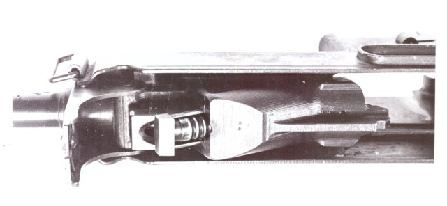 Horn rifle piston in the locked position