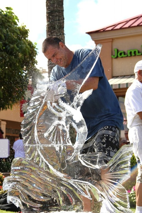 Master carver Sean Kaumeheiwa of Maui transforms his ice block into a marlin at last year's ice sculpting expo at Kukui Grove Center.