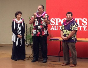 Mayor Bernard Carvalho Jr., flanked by Governor's Liaison Wanda Shibata and Kukui Grove General Manager Wade Lord, addresses the public at a press conference Thursday.