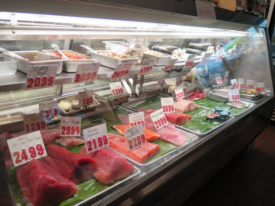 The Dolphin Fish Market is ideal for finding the freshest fish and all the fixings for a great gourmet meal at home. It's a traditional walk-up counter with an active fish cutting work zone.