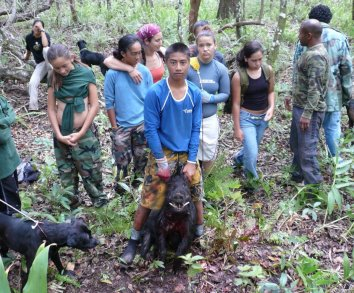 Children on the island of Molokai learning Hawaiian subsistence practices back in 2007. Photo by Léo Azambuja
