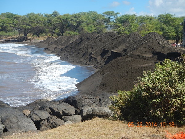 Waimea sand deposit area west of Kikiaola Harbor during 2014 sand bypass project. Photo by Ruby Pap