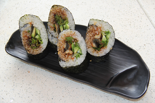 The Sushi-rito, which is sushi plus burrito, is an ode to Californian fusion cuisine. This is larger than it looks and is a good lunch. This sushi-rito comes with eel, a sweet base for a burrito.