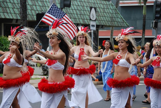 A hula halau during a past Veterans Day Parade in Kapa'a. Photo by Mike Hough/KBA
