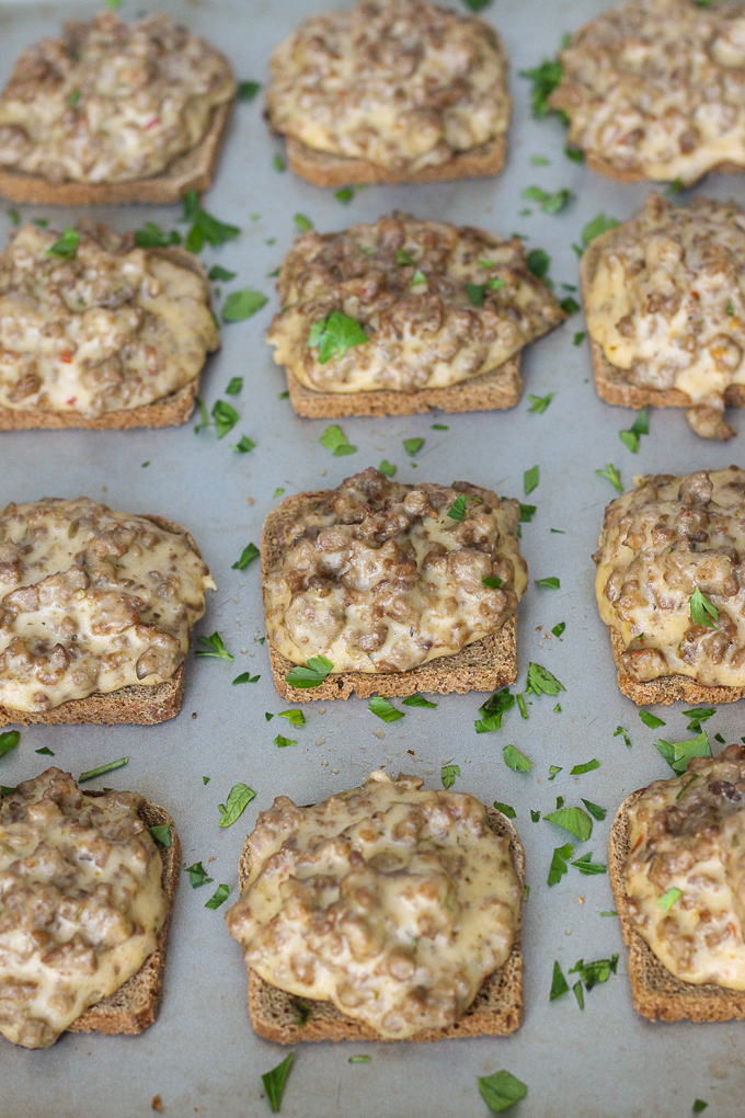 Pizza Rye Snacks - rye toasts topped with your favorite part of pizza, the meat and cheese!