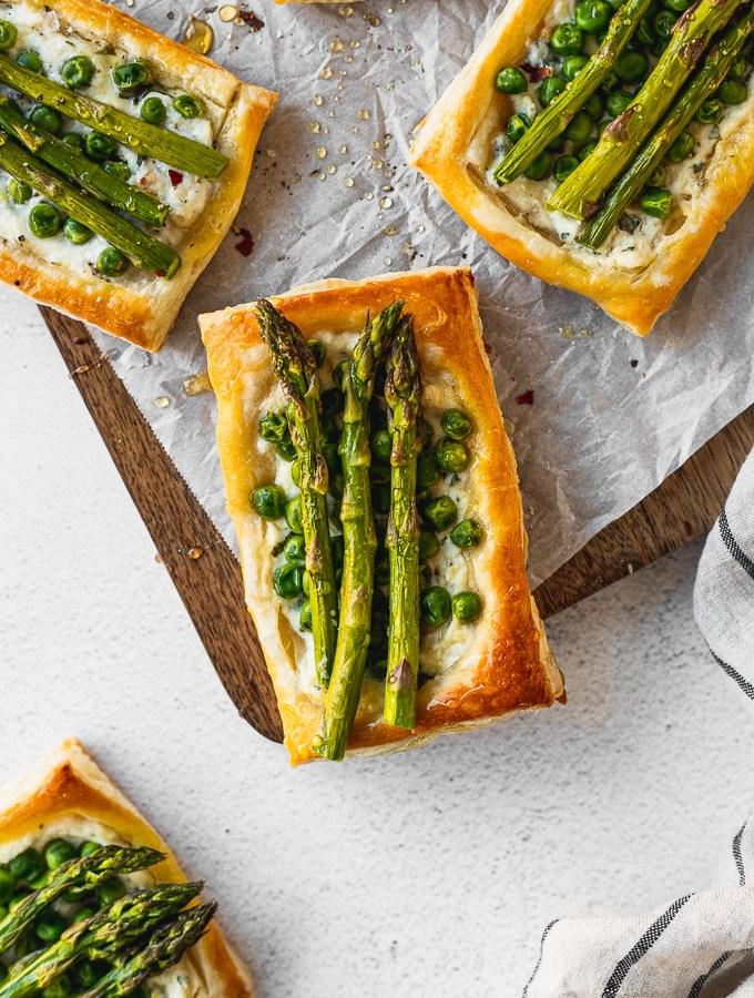 overhead asparagus pea tart