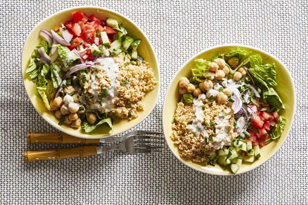 """罐裝豆類食譜-穀物碗"""" width ="""" 700"""" height ="""" 467"""" srcset ="""" https://www.forksoverknives.com/wp-content/uploads/Couscous-Bowls-can-of-beans-recipes縮放比例。 jpg 2560w,https://www.forksoverknives.com/wp-content/uploads/Couscous-Bowls-can-of-beans-recipes-1536x1024.jpg 1536w"""" size =""""(max-width:700px)100vw,700px"""