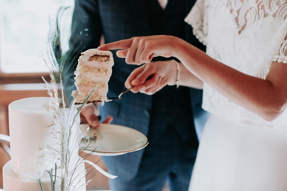 Brautpaar, Hochzeit, Tortenanschnitt