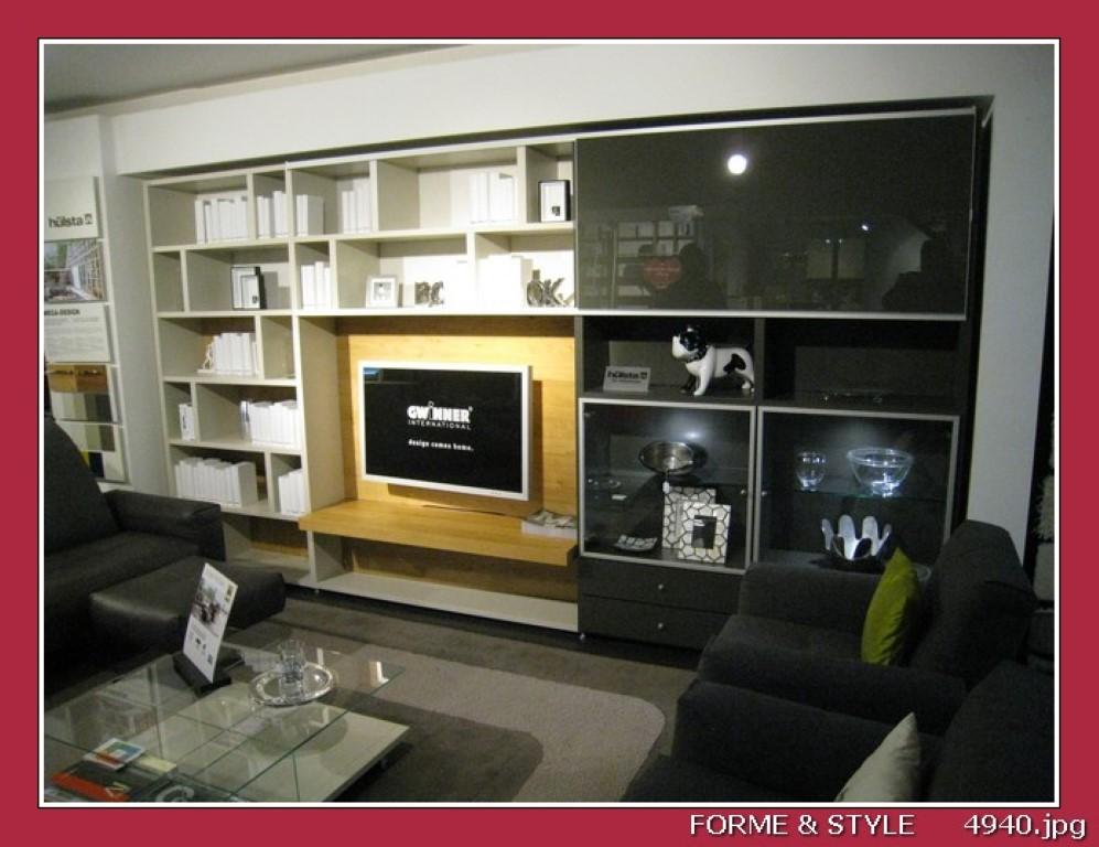 meuble bibliotheque avec vitrine element tv tiroirs et portes coulissantes hulsta mega design en chene nature laque grise 404 x 46 x 217 cm