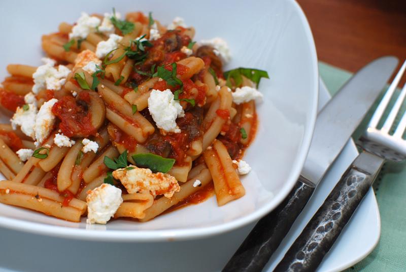Easy Pasta With Marinara and Fresh Ricotta