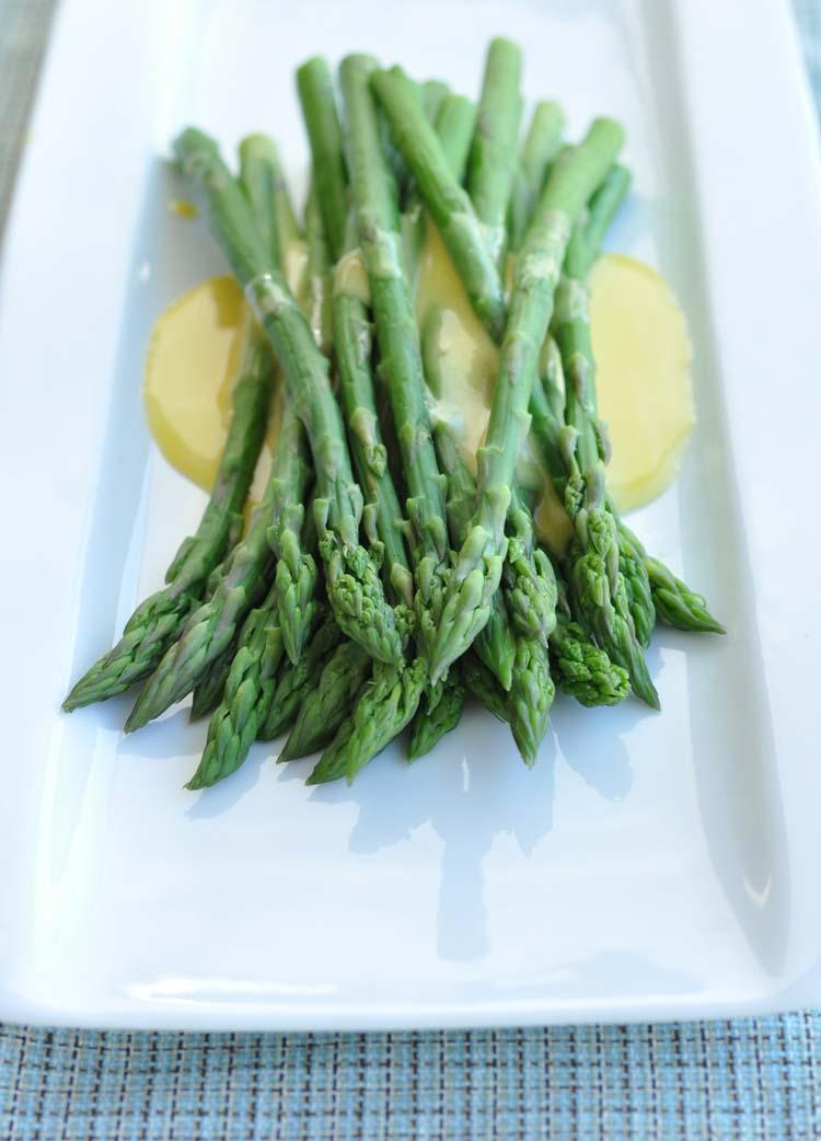 AsparagusHollandaise07