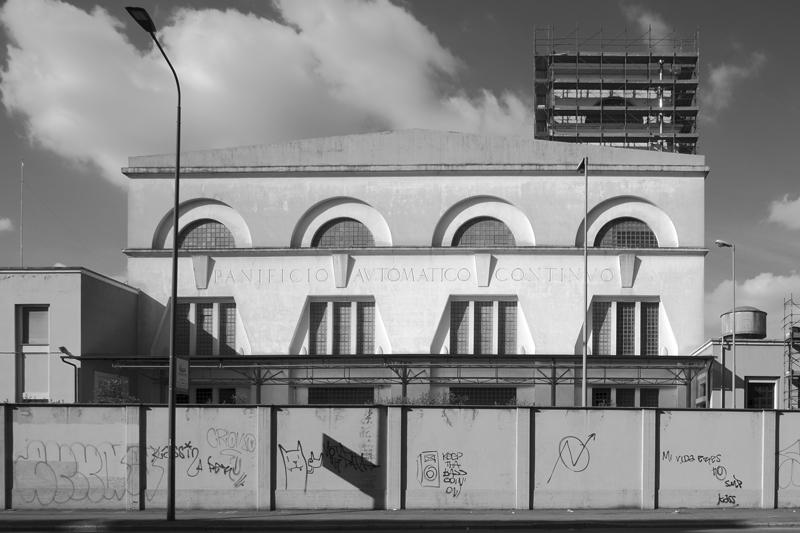 Foto Giuseppe Corbetta, Panificio automatico continuo, via Quaranta, 2016
