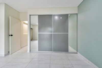 Bedroom Robe Decorative Doors with Dress Mirror panels