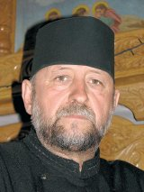 Parintele Ovidiu Bora, parohul bisericii Ostrov - Hateg