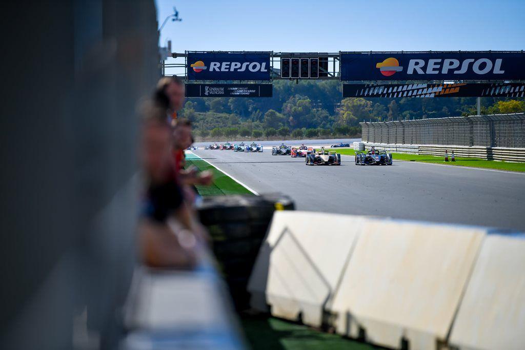 Buemi con buen ritmo gana la simulación de carrera en el tercer día de test en Valencia